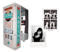 Pix Location selfie box robot photo a Ly